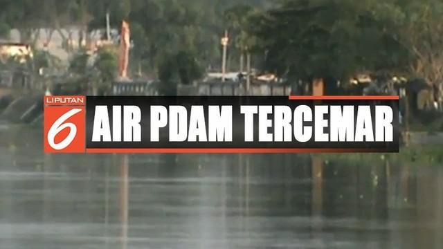 Betapa tidak, di sepanjang aliran Sungai Kalimalang banyak terdapat jamban terapung milik warga.