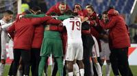 Para pemain AC Milan merayakan kemenangan atas AS Roma pada lanjutan Serie A di Rome Olympic stadium, (25/2/2018). AC Milan menang 2-0. (AP/Alessandra Tarantino)
