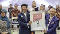 Sekjen Partai Nasdem Johnny G Plate mendapatkan nomor 5 sebagai peserta pemilu 2019 saat pengundian nomor urut parpol di kantor KPU, Jakarta, Minggu (19/2). (Liputan6.com/Faizal Fanani)