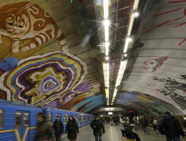 Penuh Mural, Begini Potret Stasiun Kereta Bawah Tanah di Ukraina