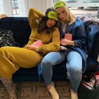 Priyanka Chopra dan Sophie Turner (Instagram @priyankachopra)
