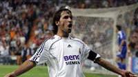 Real Madrid's Raul Gonzales celebrates after scoring his second goal and Real's fourth against Dynamo Kiev during a Group E Champions League, Santiago Bernabeu, 26 September 2006