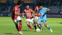 Duel Bali United Vs Persela pada 16 besar Piala Indonesia 2018. (Bola.com/Aditya Wany)