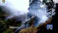 Menjalarnya api akibat kebakaran Gunung Sumbing di perbatasan Kabupaten Temanggung dan Kabupaten Wonosobo, Jawa Tengah, terus berlanjut.