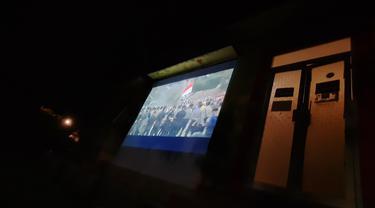 Tampilan layar tancap nobar 'the EndGame: Ronde Terakhir Melawan Korupsi' di LBH Banda Aceh (Liputan6.com/Rino Abonita)