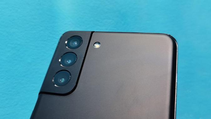 Kamera belakang Samsung Galaxy S21 Plus. (Liputan6.com/Agustinus M. Damar)