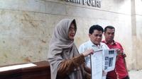 Sekjen Kornas Fokal IMM M Azrul Tanjung dan pengacara Wa Ode Nur Zainab di Bareskrim Polri, Jakarta, Selasa (26/6/2018) malam. (Liputan6.com/ Hanz Jimenez Salim)