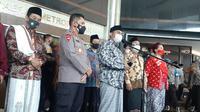 Forum Mubalig Nusantara bersama sejumlah elemen masyarakat memberikan dukungan kepada Kapolda Metro Jaya Irjen Fadil Imran menegakkan hukum di Jakarta. (Liputan6.com/Yopi Makdori)