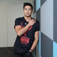 Pengalaman berbeda dirasakan oleh aktor yang selama ini berkiprah di industri hollywood. Yoshi Sudarso, pemeran Rangers Biru dalam serial televisi Power Rangers. (Adrian Putra/Bintang.com)