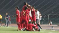 Ekspresi kegembiraan pemain Timnas Indonesia U-22 setelah memastikan lolos ke semifinal usai mengahlakan Kamboja 2-0, di Olympic Stadium, Phnom Penh, Jumat (22/2/2019). (Bola.com/Zulfirdaus Harahap)