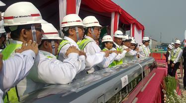 PT Kereta Cepat Indonesia-China (KCIC) pemasangan girder pertama proyek kereta cepat Jakarta-Bandung pada Senin (30/9/2019).