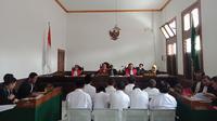 Persidangan dengan terdakwa mantan Sekda Pemkab Tasikmalaya di PN Bandung. (Huyogo Simbolon)