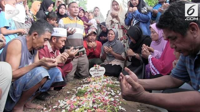 Artis Pretty Asmara dimakamkan di tanah kelahirannya di Lumajang Jawa Timur. Kepergian Pretty menyisakan duka mendalam bagi keluarganya.