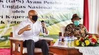Menteri Koperasi dan UKM Teten Masduki dalam peresmian Breeding Farm Grand Parent Stock (GPS) ayam petelur (Layer) Koperasi Pinsar Unggas Nasional Sejahtera, di Kabupaten Subang, Senin (7/12/2020). (Dok KemenkopUKM)