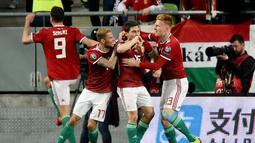 Selebrasi gol pemain Hungaria pada laga kedua babak kualifikasi Piala Eropa 2020 Grup E yang berlangsung di Stadion Groupama Arena, Budapest, Senin (25/3). Kroasia kalah 1-2 kontra Hungaria. (AFP/Attila Kisbenedek)