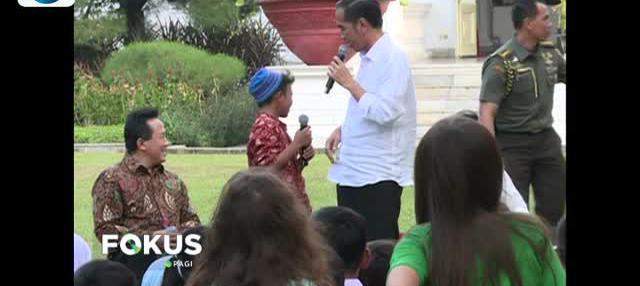 Presiden Joko Widodo ajak anak-anak bermain di Istana Merdeka, Jakarta. Presiden ingatkan anak tak hanya bermain gawai.