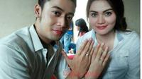 Kriss Hatta dan Hilda Vitria tukar cincin nikah. (instagran/ratu.gosip)