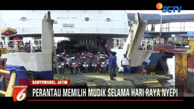 Jelang perayaan Nyepi, arus pemudik diprediksi akan meningkat hingga malam nanti menjelang penutupan aktivitas penyeberangan Jawa-Bali.