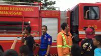 Petugas pemadam kebakaran di Makassar jadi korban prank alias dikerjai pada Minggu, 23 Februari 2020 sore. (Liputan6.com/Fauzan)