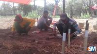 Tim dari Balai Arkeologi Yogyakarta sedang melakukan ekskavasi situs di Caruban Desa Gedongmulyo Kecamatan Lasem beberapa hari lalu. (foto: Liputan6.com/suaramerdeka.com/Mulyanto Ari Wibowo)