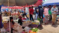 Salah satu pasar tradisional di Palembang mendapat pasokan sayur dari Kota Pagar Alam Sumsel (Liputan6.com / Nefri Inge)