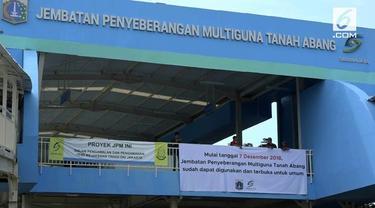 Pemprov DKI Jakarta mulai hari ini memperbolehkan penumpang KA Stasiun Tanah Abang melintasi Skybridge  atau jembatan multiguna,