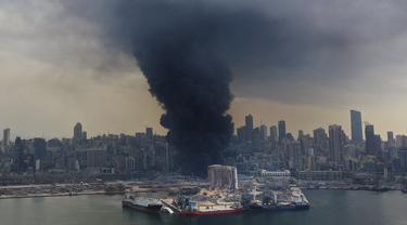 FOTO: Kebakaran Hebat Melanda Lokasi Ledakan Beirut