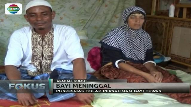 Pasangan suami istri ini sedih kala mendapati anak yang baru saja dilahirkan meninggal dunia, lantaran diduga ditolak puskesmas.