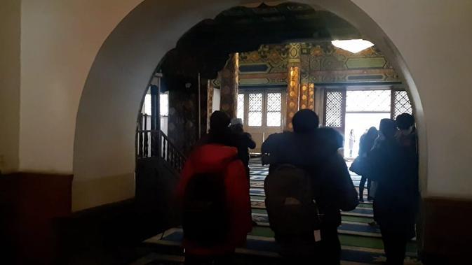 Struktur ruangan berbentuk kubah di ruang ibadah utama Masjid Dongsi (Rizki Akbar Hasan / Liputan6.com)