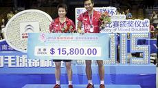 Ekspresi bahagia Tontowi/Liliyana usai juara Asia Championship 2015 di di Wuhan Sports Center Gymnasium, Minggu (26/4/2015).  (Reuters/China Daily)