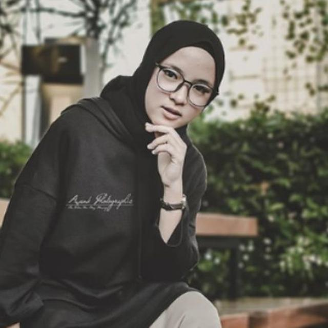 Intip 3 Model Jilbab Kekinian Ala Nissa Sabyan Fashion Fimela Com
