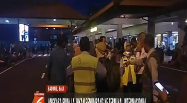 Pasca-kebakaran yang terjadi di terminal keberangkatan domestik Bandara Internasional I Gusti Ngurah Rai, ratusan calon penumpang sempat terlantar.