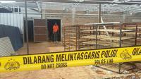 Pabrik telur di Bogor tempat tewasnya tujuh orang diberi garis polisi. (Liputan6.com/Achmad Sudarno)