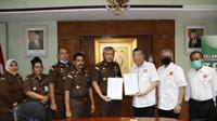 Persatuan Perusahaan Realestat Indonesia (REI) dan Kejaksaan Agung (Kejagung) menandatangani fakta integritas untuk pengawalan dan pengamanan penyelenggaraan perizinan pembangunan rumah bersubsidi bagi masyarakat berpenghasilan rendah (MBR) di seluruh Indonesia. Dok REI