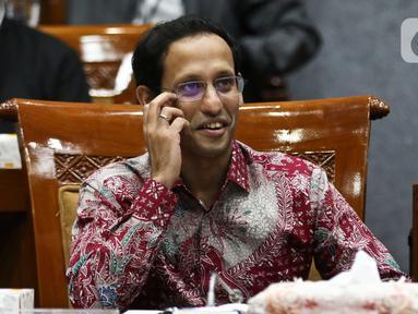 Menteri Pendidikan dan Kebudayaan Nadiem Makarim saat rapat dengan Komisi X DPR di Kompleks Parlemen, Senayan, Jakarta, Kamis (12/12/2019). Rapat membahas penghapusan Ujian Nasional (UN) pada 2021 dan sistem zonasi. (Liputan6.com/Johan Tallo)