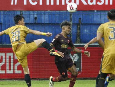 FOTO: PSM Makassar Pimpin Grup B usai Bermain Imbang 1-1 dengan Bhayangkara Solo FC - Yakob Sayuri; Alsan Putra Masat Sanda