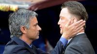 Rasio kemenangan Jose Mourinho (kiri) tidak lebih baik ketimbang Louis van Gaal (kanan) di ajang Liga Champions. (AFP/Pedro Armestre)