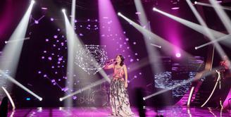 Penampilan Adeline Lapian di Grand Final Vidio.com Music Battle membuat para juri terpukau. (Foto: Desmond Manullang/Bintang.com)