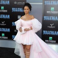 """""""Keluarganya (Rihanna) mengagumi dia (Chris Brown) layaknya keluarga sendiri, dan setiap laki-laki yang datang dibawa Rihanna ke rumah selalu memiliki sisi buruk di mata mereka,"""" ujar sumber seperti yang dilaporkan Ace Showbiz. (AFP/NEILSON BARNARD)"""