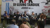 Mantan Ketua KPK Abaraham Samad dan Wali Kota Bogor Bima Arya turut hadir pada diskusi tentang Revisi UU KPK di Bogor, Jabar, Kamis (12/9/2019). (Liputan6.com/Achmad Sudarno)