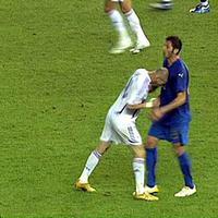 Patung ini dibuat untuk mengabadikan 'adegan' kontroversial Zinedine Zidane.