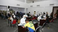 Pelaksanaan rapid test usai tim patroli gabungan memantau kondisi pelaksanaan PSBB di Surabaya Raya yaitu, Surabaya, Gresik dan Sidoarjo pada hari kelima.