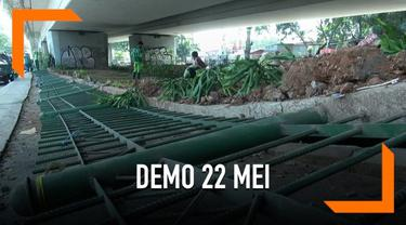 Sejumlah fasilitas umum rusak akibat aksi demonstrasi 22 Mei 2019.  Pemerintah Kota Jakarta Pusat mulai melakukan perbaikan terkait kerusakan fasum.