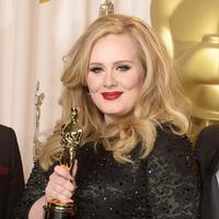 Penyanyi sekaligus penulis lagu asal Inggris Adele dikabarkan akan segera merilis abum barunya pada November mendatang, namun ia dikabarkan tak akan melakukan tur. (Bintang/EPA)