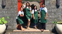 Tamara Bleszynski membuka sebuah warung di Bali (Dok.Instagram/@tamarableszynskiofficial/https://www.instagram.com/p/BsdF_avFPKY/Komarudin)