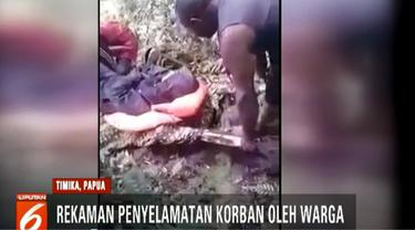 Dua warga Yigi Endis Tabuni dan Ekira Lokbere berjuang bertaruh nyawa menyusuri hutan di daerah distrik selama tiga hari sebelum akhirnya tiba di Pos Distrik Mbua.