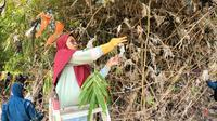 Sampah plastik di kali Porong Sidoarjo. (Dian Kurniawan/Liputan6.com)