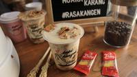 Susu dengan biskuit karamel Serena Troy di Kopi Kangen. (dok. Kopi Kangen/Adhita Diansyavira)