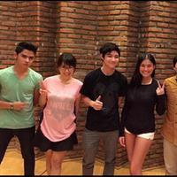 Konsep video klip The Freaks memiliki kesamaan dengan sebuah video klip yang pernah digarap oleh Rizal Mantovani.