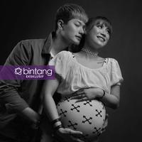 Lee Jeong Hoon tengah berbahagia. Istrinya, Moa melahirkan anak buah cintanya pada Sabtu (5/5/2018). (Foto: Febio Hernanto, Stylist: Indah Wulansari, DI: Muhammad Iqbal Nurfajri/Bintang.com)